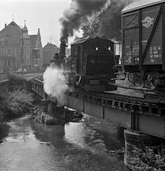 Time Travel Machine, Garden Railroad, Railway Museum, Train Art, Electric Train, Old Trains, Steam Locomotive, Model Trains, Old Photos