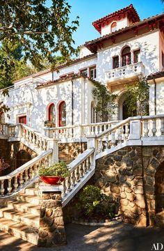 24 California Homes That Will Make You Consider West Coast Living European Style Homes, Spanish Style Homes, Spanish House, Casa Hygge, West Coast Living, Home Modern, Hacienda Style, Mediterranean Home Decor, Los Angeles Homes