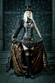 steampunk dresses - I love the inner lining of that skirt. steampunk dresses - I love the inner lining of that skirt. Steampunk Cosplay, Viktorianischer Steampunk, Steampunk Dress, Steampunk Clothing, Steampunk Fashion, Gothic Fashion, Look Fashion, Gothic Clothing, Fashion Women