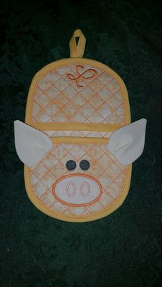Pig oven mitt NEW 5x7 size in the hoop by Christysdigitalfiles