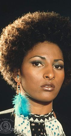 A gallery of Jackie Brown publicity stills and other photos. Featuring Pam Grier, Bridget Fonda, Robert De Niro, Samuel L. Jackie Brown, Foxy Brown Pam Grier, Pam Grier 70s, Big Doll House, Black Goddess, Aging Gracefully, Look At You, Afro Hairstyles, 70s Fashion
