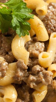 Ditch the boxed mix with this easy and healthier homemade Hamburger Helper Cheeseburger Macaroni! Can be made whole wheat, gluten-free or with regular pasta. Homemade Hamburger Helper, Hamburger Recipes, Ground Beef Recipes, Crockpot Recipes, Hamburger Ideas, Gourmet Recipes, Cooking Recipes, Healthy Recipes, Mince Recipes