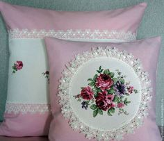 Shabby Chic Farmhouse, Farmhouse Decor, Modern Throw Pillows, Decorative Pillows, Cushion Embroidery, Sewing Pillows, Fabric Painting, Comforter Sets, Diy And Crafts