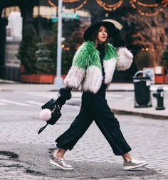 [NYFW] Las bajas temperaturas no influyen en las tendencias de la semana de la moda en Nueva York ¿Cuál es el streetstyle de las bloggers en la NYFW? En #Modalia te lo mostramos http://www.modalia.es/bloggers-de-moda/10334-streetstyle-ny-blogueras-modalia.html