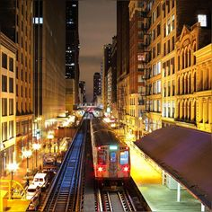 So glad to finish the day, not that busy day but still the feel of first in office after a long weekend make you dizzy; oh and someone have a conversation with this cold ;) #SuperCold #Chicago #ChicagoLoop #CTA #Train #Freezing #ChiTown Cold #TuesdayEvening #Pretty #Golden #Glow #CityLights #January2016 #Winter2016 #TrainStation #EL #Downtown WabashSt