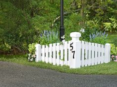 29 Trendy landscaping front yard driveway entrance - All For Garden Backyard Fences, Garden, Driveway Fence, Driveway Landscaping, Front Yard Landscaping, Fence Design, Outdoor Gardens, Driveway Markers, Backyard