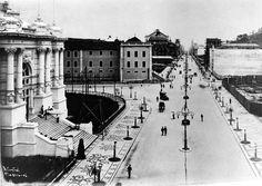 Inauguração da Avenida Central, atual Rio Branco, em 1905. Note-se a fachada do Palácio Monroe, à esquerda.