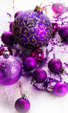 A Purple Christmas Christmas Images, Christmas Love, Christmas Colors, Winter Christmas, Christmas Bulbs, Shabby Chic Christmas, Christmas Tree Ornaments Wallpaper, Christmas Phone Wallpaper, Holiday Wallpaper