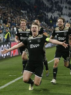 Frenkie de Jong of Ajax, Matthijs de Ligt of Ajax, Dusan Tadic of Ajax, Daley Blind of Ajax celebrate scoring during the UEFA Champions League quarter final match between Juventus FC and Ajax Amsterdam at the Allianz Arena on April in Turin But Football, Best Football Players, Soccer Players, Everton, Manchester United, Football Celebrations, Daley Blind, Juventus Fc, Football Wallpaper