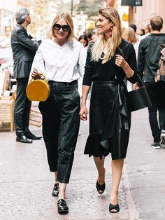 Short Noir, Vogue, Effortless Chic, Off Duty, Frocks, Girl Fashion, Sari, Street Style, Black And White