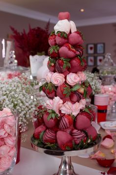 Here's Adjoa's chocolate strawberry tower Strawberry Tower, Strawberry Shortcake, Blackberry Syrup, Milk Shakes, Chocolate Covered Strawberries, Clean Eating Snacks, Sweet 16, Hot Chocolate, Valentines Day