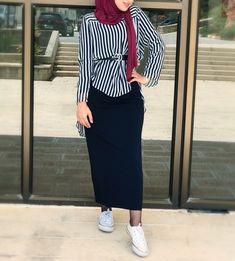 Hijab Skirt Shirt Combinations Black Long Narrow Skirt Black Belt Line Patterned Shirt the it is Modern Hijab Fashion, Street Hijab Fashion, Muslim Fashion, Modest Fashion, Hijab Casual, Hijab Chic, Hijab Style Dress, Gilet Long, Hijab Collection