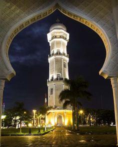 VIEW > Minaret of Masjid Raya Baiturrahman Banda Aceh at night (Photo by risdiirawan)