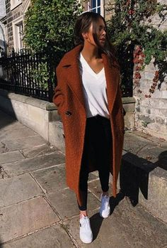 Clothes Fall Outfits - 65 Cute Winter Outfits with Sneakers Outfits 2019 Outfits casual Outfits for moms Outfits for school Outfits for teen girls Outfits for work Outfits with hats Outfits women Casual Winter Outfits, Winter Outfits For Teen Girls, Cute Spring Outfits, Winter Outfits 2019, Outfit Winter, Urbane Mode, Black And White Outfit, Outfit Essentials, Look Fashion