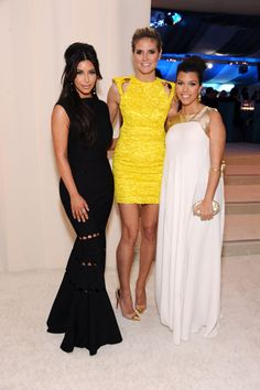 A newly single Heidi Klum chatted it up with Kim Kardashian and pregnant Kourtney Kardashian at Elton John's AIDS Foundation Oscar Viewing party presented by Ciroc Vodka and Neuro Energy Drinks. Heidi looked amazing in a yellow Versace dress paired with Christian Louboutin shoes.
