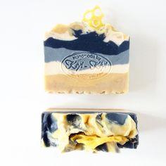 Queen Bee handmade soap! Made with beeswax #kiyikiyisoap #handmade #soapshare #mn #minnesota #queenbee #beeswax #beekeeper #grey #shadesofgrey #honeycomb