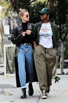 """Hailey Bieber's street style, A thread:"" Estilo Hailey Baldwin, Hailey Baldwin Style, Looks Street Style, Casual Street Style, Celebrity Style Casual, Look Fashion, Autumn Fashion, Fashion Outfits, Woman Outfits"