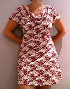 Eva dress (link to free pattern is on this page), exaggerated picture long explanation Not sure if this would look nice or frumpy on me Sewing Dress, Dress Sewing Patterns, Diy Dress, Sewing Patterns Free, Sewing Clothes, Clothing Patterns, Free Pattern, Dress Skirt, Sew Your Own Clothes