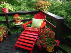 red: all my favorite colors! Wouldn't this look great down at the beach? Maybe an ocean teal blue chair with bright orange flowers, and a chartreuse planter?? On a natural, driftwood colored deck? Or a chartreuse chair with a bright blue planter, and blood grass material (green and red!), gray deck?