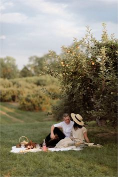 Vintage Parisian Styled Picnic at an Orchard in Indianapolis – Violet Short