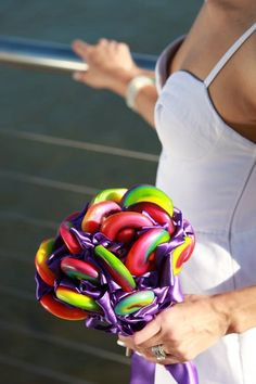 funny sweety bouquet! Cute Lollypop Wedding Bouquet...try not to have children around you!! great risk!! ;)