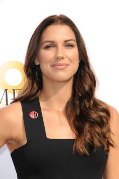 Female Soccer Players, Good Soccer Players, Alex Morgan Soccer, Football Images, Diana Dors, Soccer Girl Problems, Manchester United Soccer, All American Girl, Celebrity Updates
