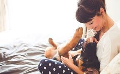 7 receitas caseiras para tirar o cheiro de cachorro da casa.