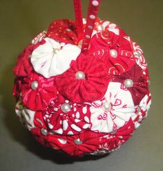 DIY Styrofoam Ball Christmas Ornament — Teresa from Fabric Therapy made this pretty yo-yo ornament for an ornament exchange. Fabric Christmas Decorations, Quilted Christmas Ornaments, Fabric Ornaments, Christmas Sewing, Handmade Christmas, Christmas Crafts, Ball Ornaments, Christmas Fabric, Angel Ornaments