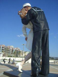 Diese Statue steht in Civitavecchia. Aber ich würde sie gern in Hamburg sehen. http://sabstern.wordpress.com/2014/03/30/hamburg-ich-hatte-da-mal-einen-wunsch/