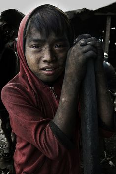 Disadvantaged Children. Photography by Thomas Tham. Ulingan, Tondo - Face Of Resilience
