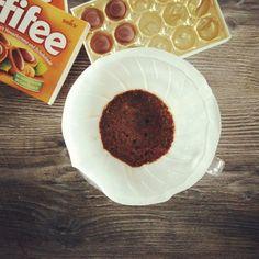 Wenn der Kaffee schon so süß ist wie der Los Cuarteles von @supremokaffee passt ein Toffifee perfekt dazu!  #kaffee #filterkaffee #toffifee #lecker #nachtisch #kaffeeliebe @toffifee_de