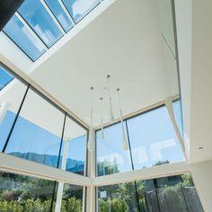 #internorm #internorminternational #fenster #windows #glass #architecture #archilovers #architecturephotography #minimalistic #artwatchers Modern Glass, Natural Materials, Minimalist, Windows, Ceiling Lights, Lighting, Nature, Design, House