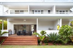 Home Renovation Backyard Hello. how was your weekend? I have something special to share with you today. The lovely people from Atlantic Guesthouses . The Atlantic Byron Bay, Porches, Beach Shack, Facade House, Back Patio, Coastal Homes, House Goals, Architecture, House Colors