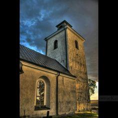 Regnmoln över Tillberga kyrka