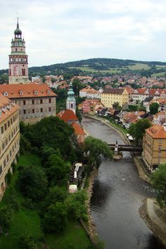 The Cesky Krumlov castle in Czech Republic. I had been here before when I was 16 yrs old but I vaguely remembered this place. It was nice to come back & see it again, what a beautiful historical town...
