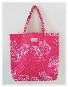 ' Lilly Pulitzer Design! Estee Lauder Beach Cosmetic Tot' is going up for auction at  4pm Fri, Jun 14 with a starting bid of $5.