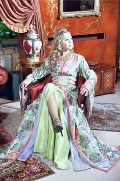 fashion caftan of morocco: Moroccan traditional clothes : Caftan and Takchita Oriental Dress, Moroccan Caftan, International Fashion, Festival Fashion, Traditional Outfits, Nice Dresses, Saree, Costume, Boho
