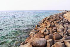 خليج أبحر هو أحد الشواطئ الجميلة لمدينة جدة، يقع الخليج في شمال المدينة على بعد يقل عن 30 كيلو متراً من وسطها التاريخي القديم. ويبلغ طوله 11 كيلو متراً تقريباً بعرض يتفاوت بين 300 ـ 500 متر. وكان إلى زمن قريب بعيداً عن نطاق العمران غنياً بأنواع شتى من الحياة الفطرية. لكن ذلك الحال ما لبث أن تغير بعد الانتشار التدريجي للسيارات ما شجع البعض منهم على قضاء إجازة يوم الجمعة والأعياد على ضفتي الشرم للاستمتاع بجمال الطبيعة في بيئة ساحرة, هادئة, ونظيفة.