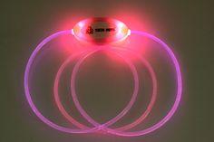 Coleira de Fibra Óptica TECH PETS®.Cor: Rosa.Tamanho: Único.Safety and Beauty For All®. Let´s Have Fun®!  www.techpets.net
