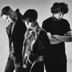 _________________________________________________ The Band _________________________________________________ The xx are an indie roc. Indie Pop, Sarah Miller, Grunge, Punk, Music Love, Latest Music, My Favorite Music, Favorite Things, News Songs