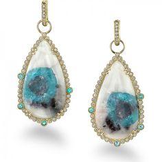 erica-courtney-7-earrings-18kt-yellow-gold-paraiba-slices-diamonds-paraiba-melee-diamonds-in-huggie