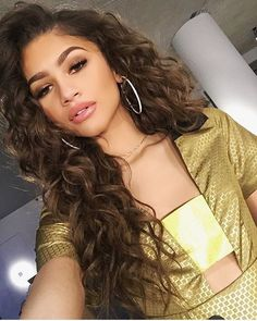 We actually can't keep up with #Zendaya - she ALWAYS looks good but she switches her looks too damn quick! Like it was just this morning we posted her rocking that short blonde bob & was Slayin' the streets! We love her