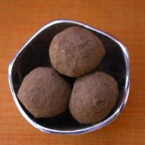 Pinaca Recipe - Dry Goan rice flour balls with a dash of coconut and jaggery flavor. Its a popular tea time snack for the Goan people.
