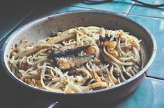 Ochi In The City: Kitchen Chronicles : Spicy Tuyo Pasta Filipino Recipes, Filipino Food, Olive Oil Pasta, Kitchen Time, Japchae, Pasta Recipes, Pasta Salad, Spicy, Spaghetti