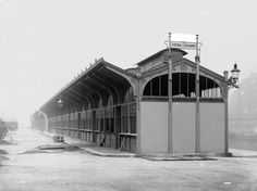 Wien 1, Donaukanal 1900.  Städtischer Fischmarkt, Halle. Nahansicht über Eck