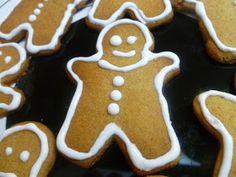 mari plateau: Χριστουγεννιάτικα μπισκότα τζίντζερ Gingerbread Cookies, Christmas Cookies, Bread Recipes, Treats, Baking, Sweet, Desserts, Blog, Gingerbread Cupcakes