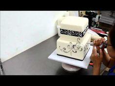 How to do Wedding Cake Decoration