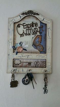 Lilian Martinez's media content and analytics Craft Stick Crafts, Wood Crafts, Diy And Crafts, Paper Crafts, Decoupage Vintage, Coffee Clock, Popsicle Stick Art, Wooden Key Holder, Wooden Keychain