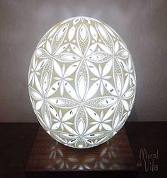 Luminária em casca de ovo de avestruz
