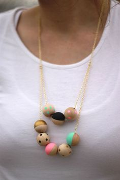 DIY Wrapping Gifts Inspiration     #DIY Painted wood #necklace tutorial www.kidsdinge.com